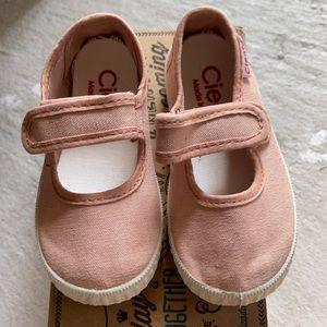 Cienta Velcro shoes